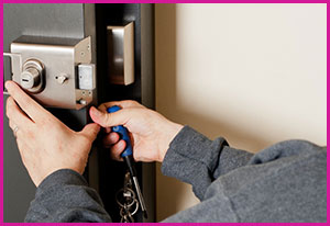 Tcu West Cliff TX Locksmith Store, Tcu West Cliff, TX 817-989-9454